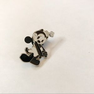 Disney Steamboat Willie trading pin